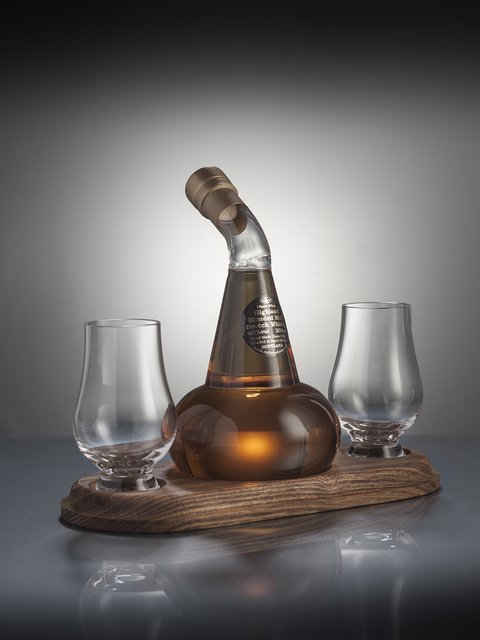 Stylish Whisky Mini Pot Still with 2 Glasses and Display Plinth 200ml 40.0%